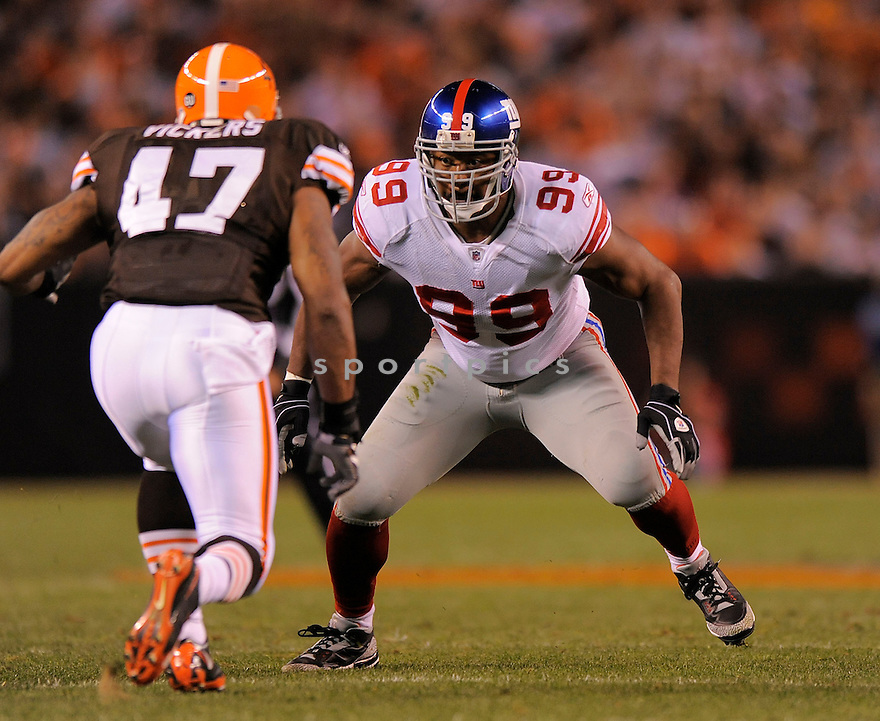 RENALDO WYNN, of the New York Giants  in action against the Cleveland Browns during the Giants game in Cleveland, OH on October 13, 2008/.. The Browns won the game 35-14