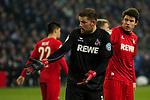 19.12.2017, Veltins-Arena , Gelsenkirchen, GER, DFB Pokal Achtelfinale, FC Schalke 04 vs 1. FC K&ouml;ln<br /> , <br /> <br /> im Bild | pictures shows:<br /> Timo Horn (1.FC Koeln #1) mit Dominique Heintz (1.FC Koeln #3) beschwert sich auf Grund eines wom&ouml;glich falschen Eckballs f&uuml;r Schalke, <br /> <br /> Foto &copy; nordphoto / Rauch