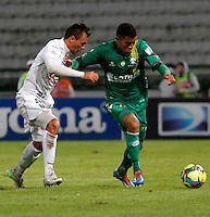 MANIZALES - COLOMBIA -12-03-2014: Cristian Palomeque (Izq.) jugador de Once Caldas disputa el balón con Freddy Hinestroza (Der.) jugador de La Equidad durante partido de la decima fecha de la Liga Postobon I 2014, jugado en el estadio Palogrande de la ciudad de Manizales. / Cristian Palomeque (L)  player of Once Caldas vies for the ball with Freddy Hinestroza (R) player of La Equidad during a match for tenth date of the Liga Postobon I 2014 at the Palogrande stadium in Manizales city. Photo: VizzorImage / Santiago Osorio / Str.