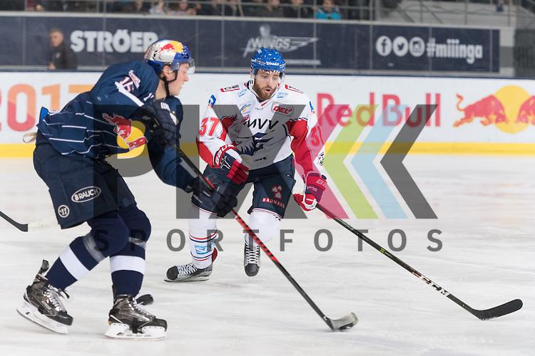 Im Bild Konrad ABELTSHAUSER (EHC Red Bull M&uuml;nchen, 16), Thomas LARKIN (Adler Mannheim, 37)  beim Spiel in der DEL, EHC Red Bull Muenchen (blau) - Adler Mannheim (weiss).<br /> <br /> Foto &copy; PIX-Sportfotos *** Foto ist honorarpflichtig! *** Auf Anfrage in hoeherer Qualitaet/Aufloesung. Belegexemplar erbeten. Veroeffentlichung ausschliesslich fuer journalistisch-publizistische Zwecke. For editorial use only.