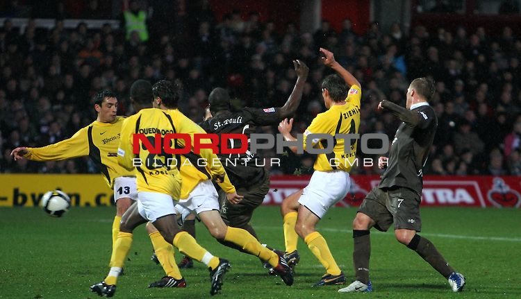 2.Liga FBL 2008/2009  16. Spieltag Hinrunde<br /> FC St.Pauli &ndash; vs. TUS Koblenz 3:2<br /> <br /> <br /> Morike Sako (Nr.26) zum 2:2 Ausgleich f&uuml;r St.Pauli.<br /> <br /> <br /> <br /> Foto &copy; nph (nordphoto)<br /> <br /> *** Local Caption ***