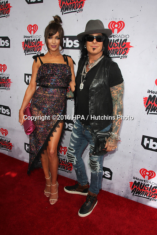 LOS ANGELES - APR 3:  Courtney Sixx, Nikki Sixx at the iHeart Radio Music Awards 2016 Arrivals at the The Forum on April 3, 2016 in Inglewood, CA