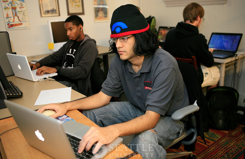 020162012- Students play World of Warcraft during Chris Paul's Video Gaming 400 level class
