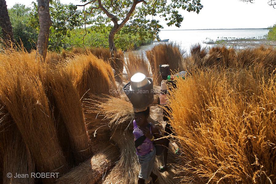 Ancoutoum village on Canabaque island..Village d Ancoutoum sur l ile de Canabaque.Les bottes de chaume vont etre vendues sur l ile de Bubaque.