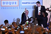 BOGOTA - COLOMBIA, 17-06-2018: Ivan Duque, presidente electo y candidato presidencial por el partido Centro Democrático celebra al finalizar la segunda vuelta de las elecciones presidenciales de Colombia 2018 hoy domingo 17 de junio de 2018. El candidato ganador gobernará por un periodo máximo de 4 años fijado entre el 7 de agosto de 2018 y el 7 de agosto de 2022. / Ivan Duque, elected president and presidential candidate for the Centro Democratico party, celebrates after Colombia's second round of 2018 presidential election today Sunday, June 17, 2018. The winning candidate will govern for a maximum period of 4 years fixed between August 7, 2018 and August 7, 2022. Photo: VizzorImage / Gabriel Aponte / Staff