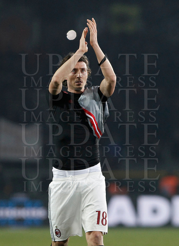 Calcio, quarti di finale di Coppa Italia: Alessandria vs Milan. Torino, stadio Olimpico, 26 gennaio 2016.<br /> AC Milan's Riccardo Montolivo applauds to fans at the end of the Italian Cup semifinal first leg football match between Alessandria and AC Milan at Turin's Olympic stadium, 26 January 2016. AC Milan won 1-0.<br /> UPDATE IMAGES PRESS/Isabella Bonotto