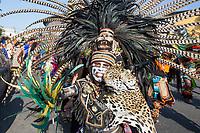 Quer&eacute;taro, Qro. 13 de septiembre 2017.- Desde el siglo XVI, las Fiestas de La Cruz son tradici&oacute;n ancestral y llena de espiritualidad en Quer&eacute;taro, para celebrar el origen y conquista de la ciudad. Del 12 al 15 de septiembre en la ciudad queretana, cada a&ntilde;o se celebran estas fiestas en las que por 4 d&iacute;as de humo del copal, las danzas de los concheros al unisono de las conchas, caracoles y los tambores, recobran vida el recuerdo a la celebraci&oacute;n.<br /> <br /> El d&iacute;a 13 por la tarde se lleva a cabo la procesi&oacute;n de los concheros, apaches y soldados con danzas desde el barrio de San Francisquito, pasando por el centro, el altar del Templo de la Cruz, acabando la jornada con danzas de agradecimiento en todo el barrio de la Cruz.<br /> <br /> Foto: David Steck