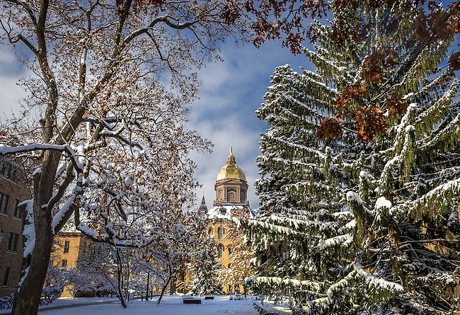 Nov. 14, 2014; Main Building and snow. (Photo by Matt Cashore/University of Notre Dame)