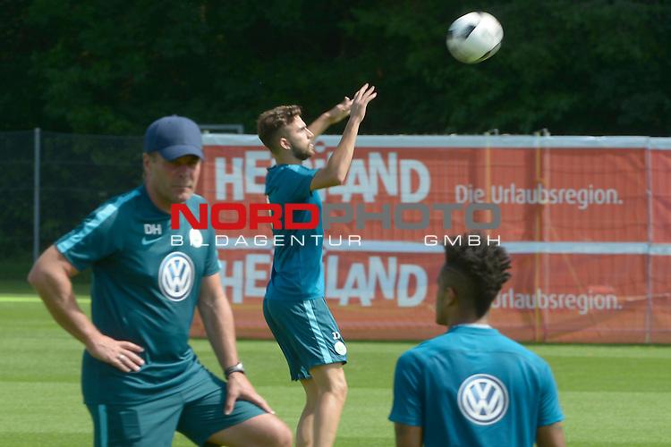 24.07.2016, Trainingsplatz Ri Au, Bad Ragaz, SUI, Trainingslager VfL Wolfsburg Tag 5, im Bild (v.l.n.r.) Wolfsburg's Trainer Dieter Hecking und Borja Mayoral<br /> <br /> <br /> Foto &copy; nordphoto / Leppin