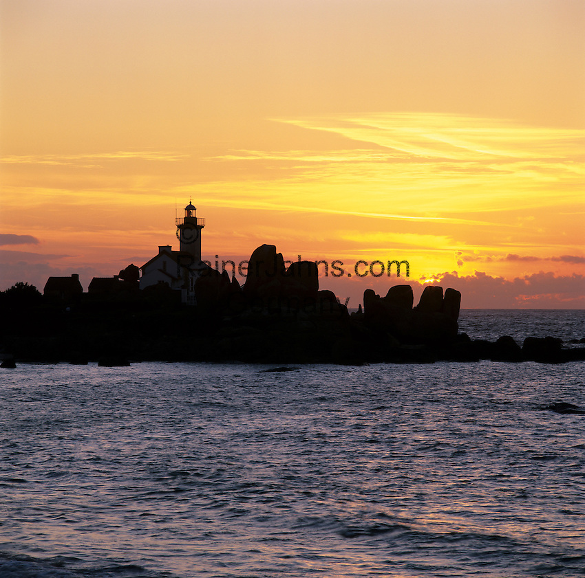 France, Brittany, near Brignogan Plage: Sunset behind Pointe de Pontusval Lighthouse.