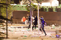 Scenes of violence in the Explanada del Rey during the MTV Beach Festival