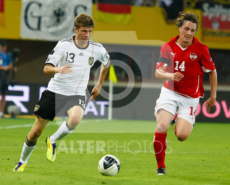03.06.2011, Ernst Happel Stadion, Wien, AUT, UEFA EURO 2012, Qualifikation, Oesterreich (AUT) vs Deutschland (GER), im Bild Thomas Mueller, (GER, #13) gegen Julian Baumgartlinger, (AUT, #14) // during the UEFA Euro 2012 Qualifier Game, Austria vs Germany, at Ernst Happel Stadium, Vienna, 2010-06-03, EXPA Pictures © 2011, PhotoCredit: EXPA/ E. Scheriau