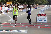 SÃO PAULO, SP - 17.05.2015 - MARATONA-SP - Fernando Aranha Rocha, primeiro colocado na categoria cadeirante da XXI Maratona de São Paulo, que ocorre neste domingo (17), a maratona tem um percurso de 42km com sua largada e chegada no Parque do Ibirapuera, zona sul de São Paulo (Foto: Douglas Pingituro / Brazil Photo Press)