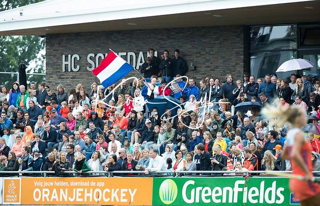 SCHIEDAM - Volle tribune bij HC Schiedam   tijdens een oefenwedstrijd tussen  de dames van Nederland en Belgie , in aanloop naar het  EK Hockey, eind augustus in Amstelveen. COPYRIGHT KOEN SUYK