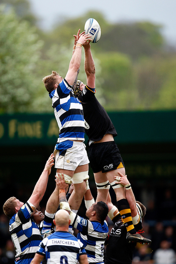 Photo: Richard Lane/Richard Lane Photography. London Wasps v Bath Rugby. Amlin Challenge Cup Semi Final. 27/04/2014. Wasps' Kearnan Myall and Bath's Dominic Day challenge for a lineout.