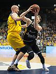 07.01.2018, EWE Arena, Oldenburg, GER, BBL, Eisb&auml;ren EWE Baskets Oldenburg vs WALTER Tigers T&uuml;bingen, im Bild<br /> <br /> Sid-Marlon THEIS (T&uuml;bingen #9 )<br /> Rasid MAHALBASIC (EWE Baskets Oldenburg #24)<br /> Foto &copy; nordphoto / Rojahn
