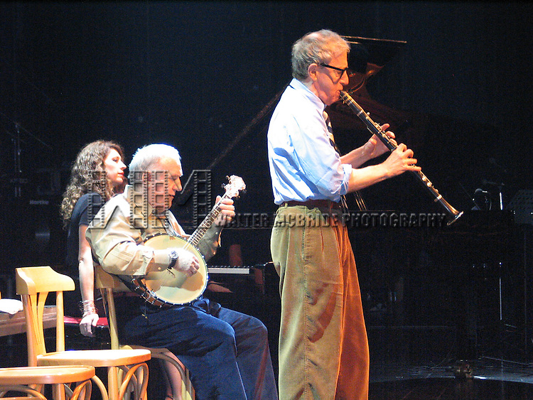 *** EXCLUSIVE Coverage ***.Woody Allen and his New Orleans Jazz Band perform a New Year's Eve Concert at Casino Estoril in Lisbon, Portugal..( with Cynthia Sayer & Eddy Davis ).December 31, 2004.© Walter McBride /