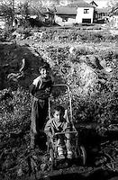 Kosovo   Novembre 2000.Pe? (in albanese Pejë / Peja; in serbo Pe?).Il villaggio di Mahala e Bates  abitata da rom...