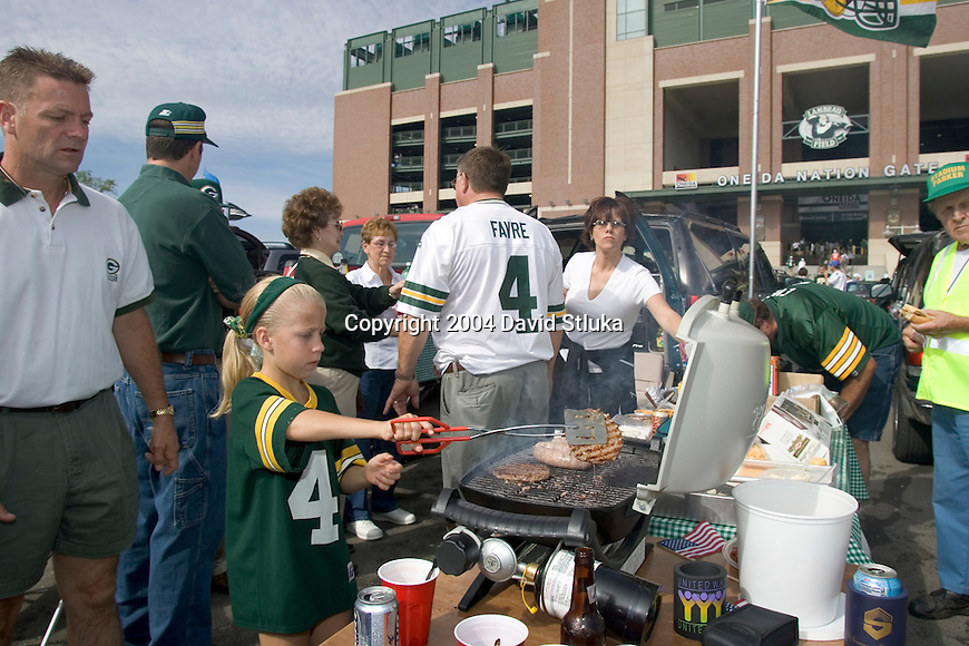 Fans outside of Lambeau Field tailgate before the Green Bay Packers NFL football game against the Chicago Bears on September 19, 2004 in Green Bay, Wisconsin. (Photo by David Stluka)