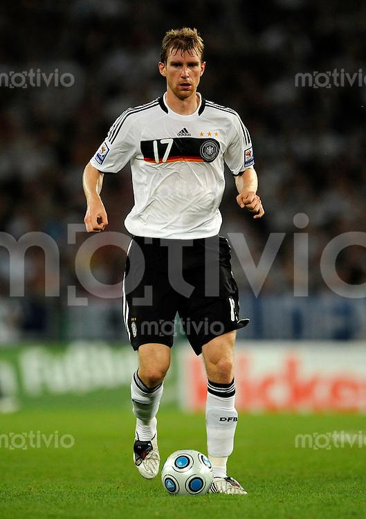 Fussball   International    WM - Qualifikation   Deutschland - Aserbaidschan     09.09.09 Per MERTESACKER (GER), Einzelaktion am Ball.