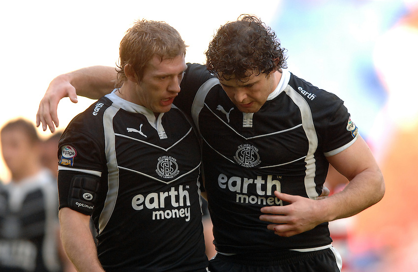 Photo: Paul Greenwood..Wigan Warriors v St Helens. Engage Super League 2007. 06/04/2007..Saints' Sean Long (L) chats with team mate Paul Wellens