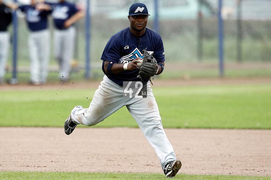 10 September 2011: Mervin Gario of Vaessen Pioniers eyes the first base during game 4 of the 2011 Holland Series won 6-2 by L&D Amsterdam Pirates over Vaessen Pioniers, in Amsterdam, Netherlands.