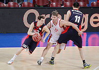 Caja Laboral Baskonia's Thomas Heurtel (l) and Milko Bjelica (r) and CAI Zaragoza's Jon Stefansson during Spanish Basketball King's Cup match.February 07,2013. (ALTERPHOTOS/Acero)
