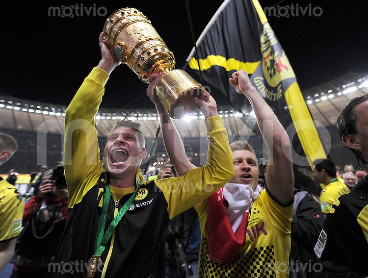 FUSSBALL      DFB POKAL FINALE       SAISON 2011/2012 Borussia Dortmund - FC Bayern Muenchen   12.05.2012 Lukasz Piszczek (li,) mit Jakub  KUBA Blaszczykowski (Borussia Dortmund)