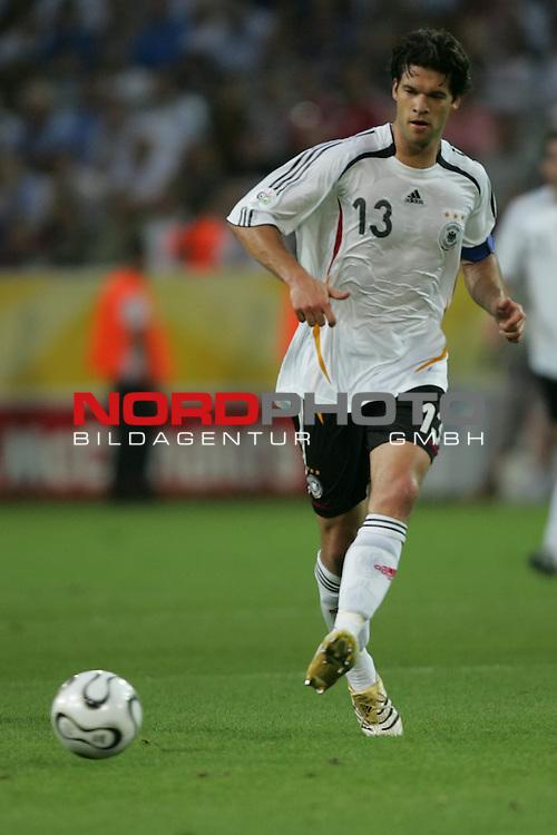 FIFA WM 2006 -  Semi Finals / Halbfinale<br /> Play    #61 (04-Juli) - Deutschland - Italien 0:2 n.V.<br /> <br /> Michael Ballack von Deutschland in Einzel Aktion.<br /> Michael Ballack beim Passpiel.<br /> <br /> Foto &copy; nordphoto