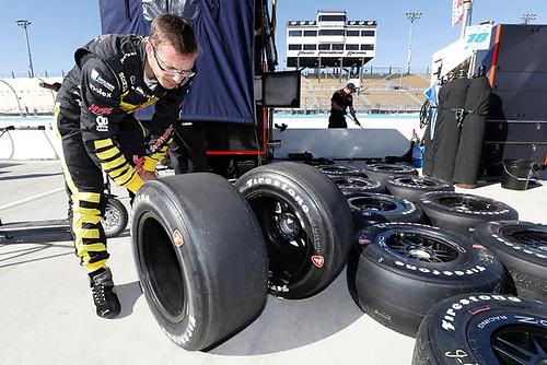 2018 IndyCar Phoenix testing<br /> Phoenix Raceway, Avondale, Arizona, USA<br /> Friday 9 February 2018<br /> S&eacute;bastien Bourdais, Dale Coyne Racing with Vasser-Sullivan Honda examines his Firestone tires<br /> World Copyright: Michael L. Levitt<br /> LAT Images<br /> ref: Digital Image _33I7583