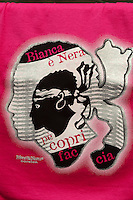 T-Shirt mit korsischem Mohrenkopf in L'Ile Rousse, Korsika, Frankreich