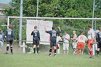 VOETBAL: SINT NICOLAASGA: Sportpark v.v. Renado, 27-05-2012, Nacompetitie Zondag 3e/4e klasse, Renado 1 - SC Stiens 1, Eindstand 2-2, Renado scoort de 2-2, Peter Jan Schuts (#10 SC Stiens), Selwin de Vries (#3 SC Stiens), Harmen Visser (#14 SC Stiens), Helder Correira Oliviera (#2 Renado), Menno Zonderland (#15 Renado), Jurjen Kramer (#5 Renado), ©foto Martin de Jong