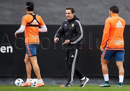 09.02.2016, Valencia CF Sports City, Training session. Valencia CF Head coach Gary Neville (C) talks to his players