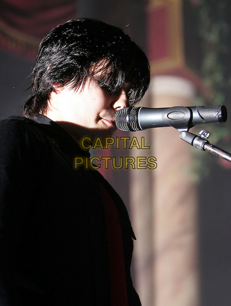 JARED LETO - 30 SECONDS TO MARS.Performs live at The Galaxy Theatre in Santa Ana, California, USA. .April 25th, 2006.Ref: DVS.headshot portrait stage concert band music performance gig singing .www.capitalpictures.com.sales@capitalpictures.com.Supplied By Capital PIctures