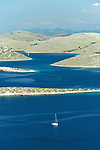 L'archipel des Kornati est un paradis pour les amateurs de voiles et offrent d'innombrables criques pour le mouillage. Cent quarante îles et îlots dispersés sur 320 km2 au large de la touristique côte dalmate entre Zadar et Sibenik. Un labyrinthe de dômes et de seins de calcaire formant le plus grand archipel de la Méditerranée. Parc national des Kornati. ..The Kornati archipelagos is a paradise for sailors.   140 islands disseminated offshore of the dalmatian coast between Zadar and Sibenik. It's the biggest archipelago of the Mediterranean sea.   Kornati national park
