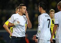 FUSSBALL   CHAMPIONS LEAGUE   SAISON 2012/2013   GRUPPENPHASE   Borussia Dortmund - Real Madrid                                 24.10.2012 Ein Flitzer richtet sich an Cristiano Ronaldo (re, Real Madrid)