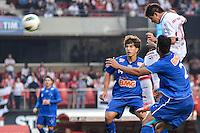 ATENÇÃO EDITOR: FOTO EMBARGADA PARA VEÍCULOS INTERNACIONAIS - SÃO PAULO, SP, 23 DE SETEMBRO DE 2012 - CAMPEONATO BRASILEIRO - SÃO PAULO x CRUZEIRO: Osvaldo comemora gol durante partida São Paulo x Cruzeiro válida pela 26ª rodada do Campeonato Brasileiro de 2012 no Estádio do Morumbi. FOTO: LEVI BIANCO - BRAZIL PHOTO PRESS