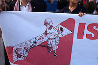 Roma 31 maggio 2010.Manifestazione Pro-Palestina per protestare contro la strage da parte delle Forze Armate Israeliane dei volontari della Freedom for Flotilla che portavano aiuti ai palestinesi di Gaza.Un striscione con  disegnato un  soldato con le insegne delle SS e al braccio una fascia con la stella di Davide  mentre spara a dei palestinesi..Rome May 31, 2010.Pro-Palestinian demonstration to protest the massacre by the Israel  Defense Forces, of the volunteers for the Freedom Flotilla, which brought aid to the Palestinians in Gaza..A banner with drawn a soldier with the insignias of the SS, and to the arm a band with the star of David, while it is shooting to of the palestinesis.