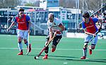 AMSTELVEEN - Billy Bakker (Adam)   met oa Bram  Weers (SCHC)   tijdens  de hoofdklasse competitiewedstrijd hockey heren,  Amsterdam-SCHC (3-1).  COPYRIGHT KOEN SUYK