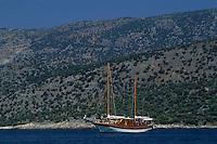 Europe/Turquie/Mira : Voilier amarré devant les côtes