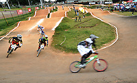 BOGOTA – COLOMBIA – 30-06-2013: Competencias de la VI Valida Nacional de BMX en Bogota, junio 30 de 2013. Se realiza en la Unidad Deportiva de El Salitre en la Pista Mario Soto la VI Y VII validas nacionales del Torneo de BMX, con la participación de mas quinientos deportistas de las diferentes ligas del país, selectivo y preparatorio al Campeonato Mundial UCI BMX con sede en Nueva Zelandia (Foto: VizzorImage / Luis Ramirez / Staff). Powers of the VI of the National BMX in Bogota, June 30, 2013. in Sports Unit El Salitre, on Track Mario Soto la VI and VII valid BMX National Tournament, with the participation of over five hundred athletes from the different leagues in the country, selective and preparatory to UCI BMX World Championships based in New Zealand. (Photo: VizzorImage / Luis Ramirez / Staff)