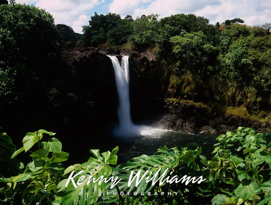 Rainbow Falls or Waianuenue Waterfall, Wailuku River State Park, Hilo, Big Island, Hawaii, USA.