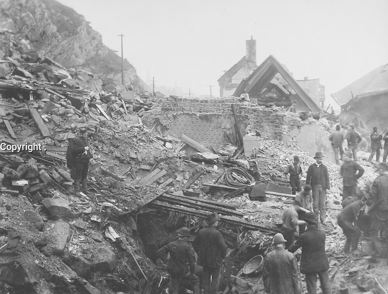 Quartier Cap-Blanc - Rue Champlain - Catastrophe The great rockslide of Quebec 1889<br /> <br /> PHOTO : studio Livernois