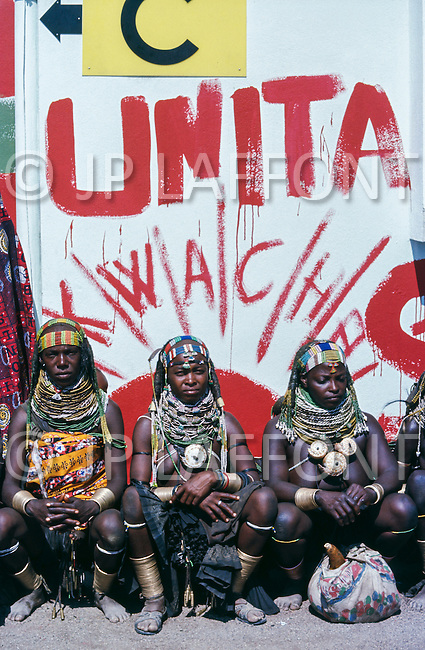 July 1975, Angola --- Women of the Huila province in Sa da Bandeira (now Lubango) waiting for the leader of the National Union for the Total Independence of Angola (UNITA), Jonas Savimbi. | Location: Sa da Bandeira, Angola. --- Image by © JP Laffont