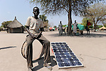 Afrika Sudan Rumbek , Junge mit Solar Home System | Africa South Sudan Rumbek , boy with solar home system