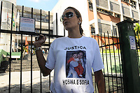 SAO BERNARDO DO CAMPO, SP, 26 FEVEREIRO 2013 -O Julgamento de Fernando Pita que foi preso em setembro de 2007 em Mar del Plata na Argentina apos matar a ex esposa Hosana e sua filha Sofia de 8meses em Sao Bernardo do campo em 2006, Esta sendo julgando no forum de Sao Bernardo do Campo nesta manha familiares das vitima estão na Porta do forum pedindo justica(FOTO: ADRIANO LIMA / BRAZIL PHOTO PRESS).