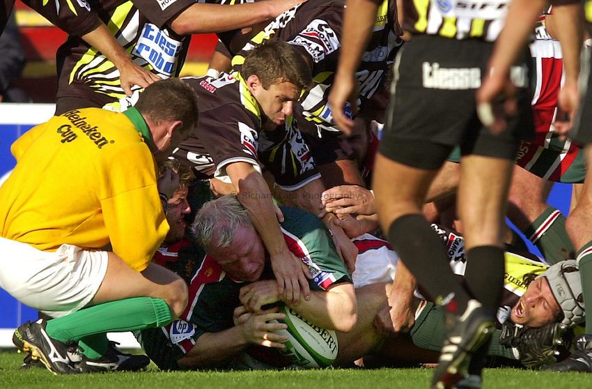 Photo. Richard Lane. .LEICESTER TIGERS V AMATORI & CALVISANO. Heineken Cup. 19-10-2002..Neil Back crashes over for a try.