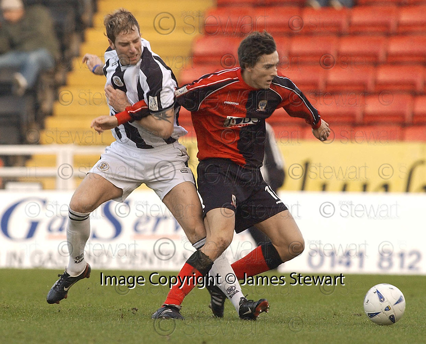 23/01/2005  Copyright Pic : James Stewart.File Name : jspa03_st mirren v airdrie.KIRK BROADFOOT AND ALAN GOW CHALLENGE FOR THE BALL....Payments to :.James Stewart Photo Agency 19 Carronlea Drive, Falkirk. FK2 8DN      Vat Reg No. 607 6932 25.Office     : +44 (0)1324 570906     .Mobile   : +44 (0)7721 416997.Fax         : +44 (0)1324 570906.E-mail  :  jim@jspa.co.uk.If you require further information then contact Jim Stewart on any of the numbers above.........A