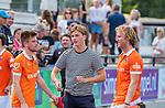 UTRECHT - De geblesseerde Jorrit Croon (Bldaal)  na  de hoofdklasse competitiewedstrijd mannen, Kampong-Bloemendaal (2-2)  met Oliver Polkamp (Bldaal) en Thierry Brinkman (Bldaal)  . COPYRIGHT   KOEN SUYK