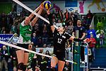 03.12.2017, Halle Berg Fidel, Muenster<br />Volleyball, Bundesliga Frauen, Normalrunde, USC MŸnster / Muenster vs. Rote Raben Vilsbiburg<br /><br />Block Juliet Lohuis (#4 Muenster) - Clarisa Sagardia (#12 Vilsbiburg)<br /><br />  Foto &copy; nordphoto / Kurth